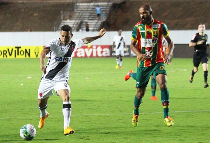 Zagueiro Héverton fez gol de empate do Sampaio diante do Vasco es será titular contra o Avaí (Foto: Divulgação)