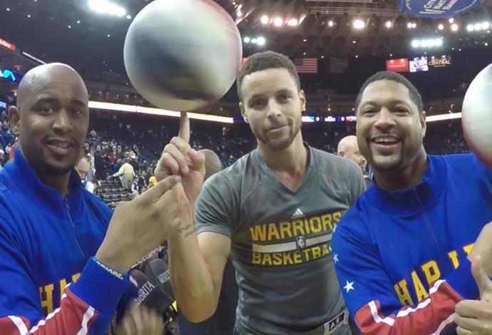 Stephen Curry gira a bola nos dedos com Scooter Christensen e Handles Franklin (Foto: Reprodução/Facebook)
