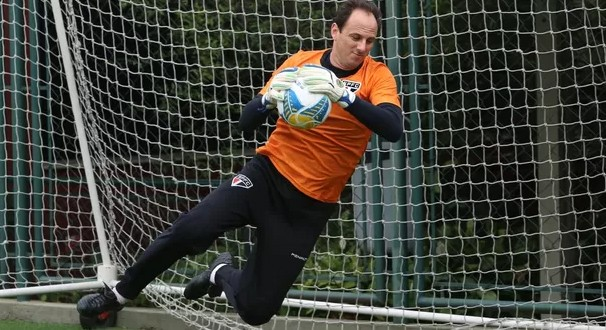 O goleiro Rogério Ceni treinou forte durante as férias (Foto: Site Oficial saopaulofc.net / reprodução globoesporte.com)