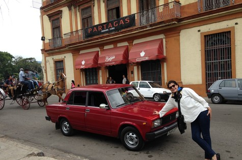 Cristina Aragão grava em Havana (Foto: Divulgação)