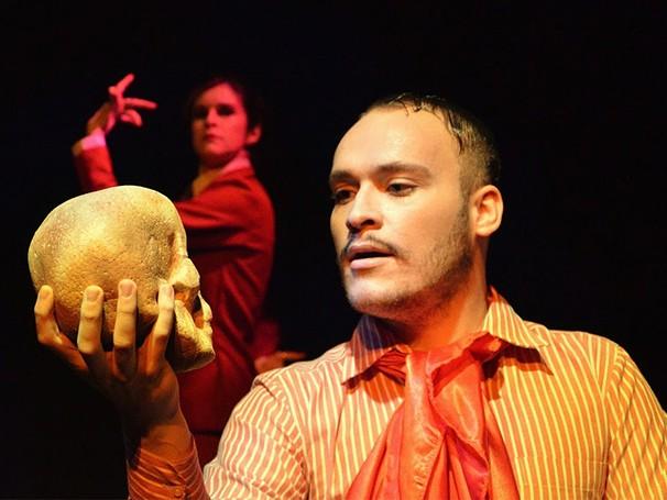 Utilizando-se das frases célebres de Shakespeare, os atores-personagens 'improvisam' o espetáculo (Foto: Divulgação/Fernando Mesquita)