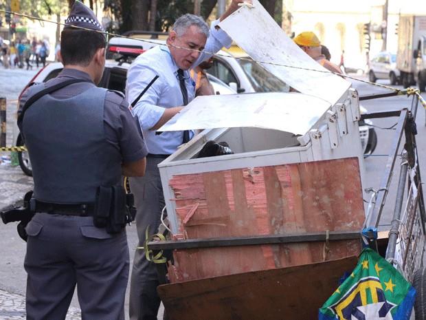 Dois corpos são localizados dentro de freezer em carroça no Centro de SP (Foto: Marcelo S. Camargo/ Estadão Conteúdo)