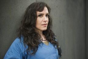 Maria Clara Spinelli como Janette no seriado Supermax (Foto: Globo/Caiuá Franco)