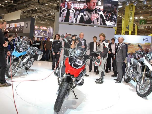 Salão de Colônia; Alemanha; 2012; motos; lançamentos; Peugeot; Metropolis 400i; Kawasaki; Z800; BMW; R 1200 GS (Foto: Divulgação)