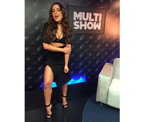 Em dia funkeiro, Anitta escolhe look para dançar até o chão