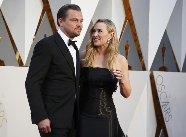 Leonardo DiCaprio e Kate Winslet se encontram no tapete vermelho do Oscar 2016 (Foto: REUTERS/Lucy Nicholson)