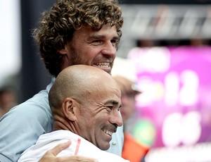 Guga e Larri Passos no tênis vitória WTA Brasil (Foto: Cristiano Andujar / Foto Arena)