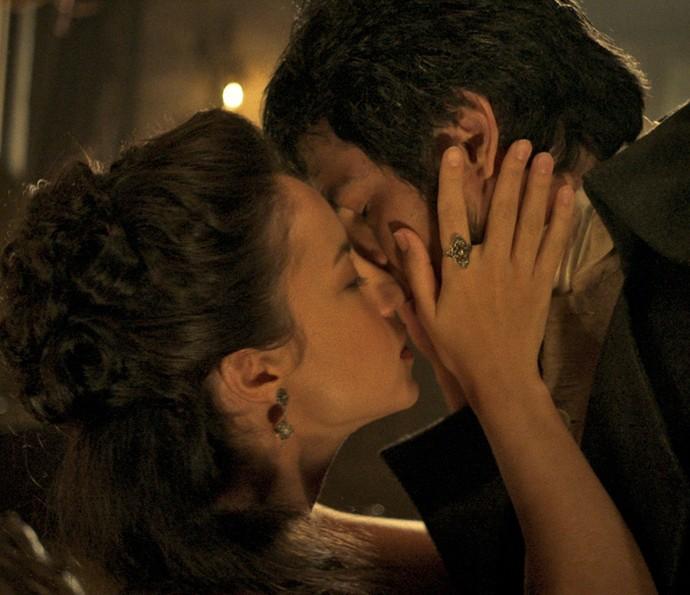 Rubião se declara para Joaquina, e eles se beijam (Foto: TV Globo)