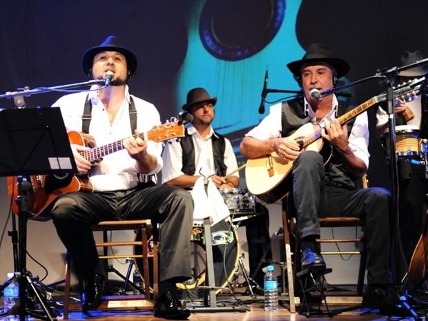 """Músicos durante apresentação do espetáculo """"Raizeiros"""" (Foto: Divulgação)"""