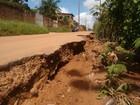 Asfalto cede e abre cratera em avenida na Grande São Luís