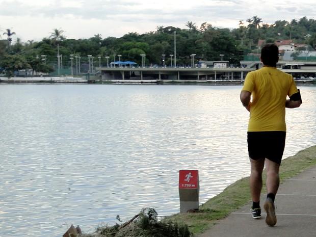 Caminhadas ao ar livre exigem cuidados com a pele. (Foto: Thaís Leocádio/G1)