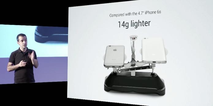Mi 5 é mais leve do que o iPhone 6S (Foto: Reprodução /Youtube)