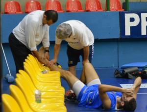 Pedro Macedo lesão treino Mogi Basquete (Foto: Bruno Rocha)