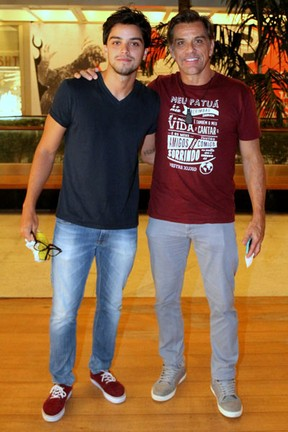 Rodrigo Simas e Beto Simas em estreia de peça na Zona Sul do Rio (Foto: Daniel Delmiro/ Ag. News)