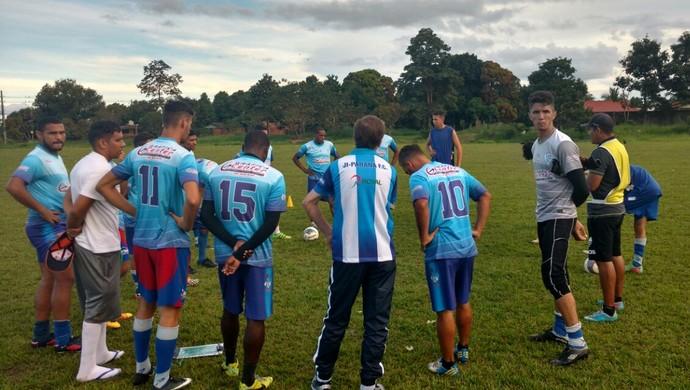 Novo técnico realizou primeiro treino com o Ji-Paraná (Foto: Ji-Paraná/ Divulgação)