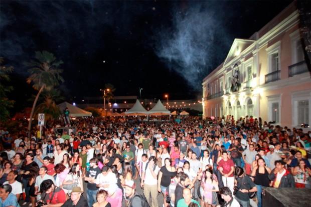 Festival de Música do Beco da Lama (MPBeco) reuniu milhares de pessoas na Praça Sete de Setembro, em Natal (Foto: Divulgação/MPBeco)