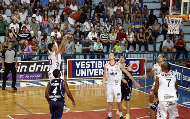 Uberlândia x Minas - 1º turno Helinho (Foto: Raphael Oliveira/ Divulgação NBB)