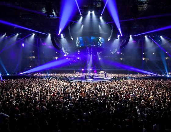 O Meo arena, em Lisboa, ficou lotado para o show do cantor e, ao final, o público português cantou parabéns para o Rei (Foto: Divulgação)