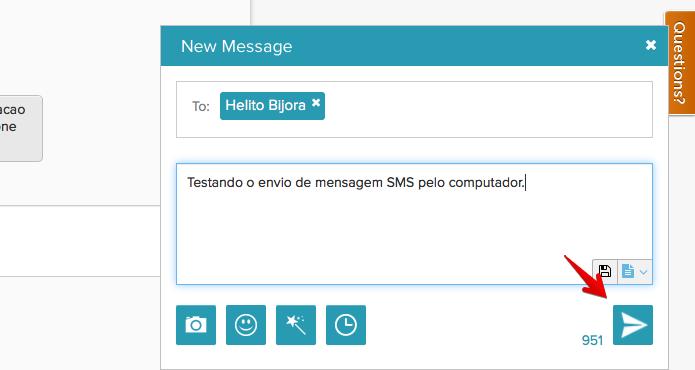 Enviando mensagem pelo computador (Foto: Reprodução/Helito Bijora)