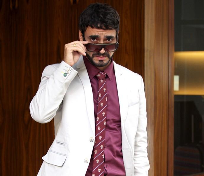 Gabriel Godoy posa com o figurino de Leozinho (Foto: Ariane Ducati/Gshow)