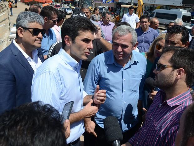 Durante a visita, o ministro Helder Barbalho anunciou os repasses de R$ 76 milhões para obras (Foto: Adonias Silva/G1)