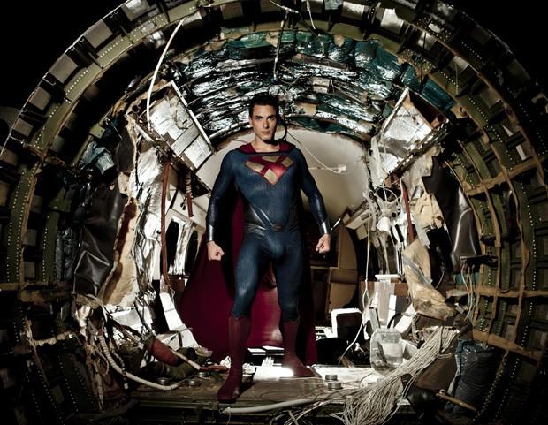 Ator pornô Ryan Driller posa como Super-Homem durante filmagem de filme adulto (Foto: Vivid Entertainment Group/AP)