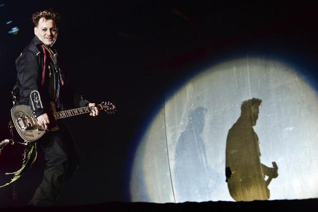 Johnny Depp se apresenta com a banda Hollywood Vampires no Rock in Rio Lisboa, em Lisboa, Portugal (Foto: Patrícia de Melo Moreira/ AFP)