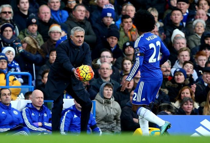 Willian e José Mourinho Chelsea (Foto: Getty Images)