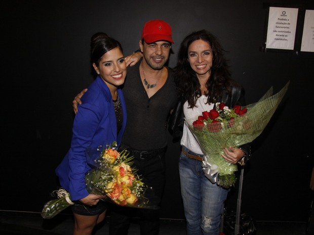 Camila, Zezé Di Camargo e Claudia Ohana em teatro no Rio (Foto: Felipe Assumpção/ Ag. News)