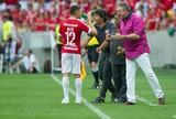 """Abel elogia o grupo e dedica vitória às famílias dos jogadores: """"Foi para eles"""""""