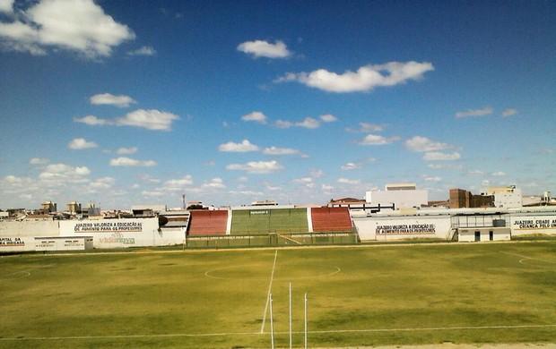 Estádio Adauto Mortais foi palco do jogo (Foto: Osmar Rios)
