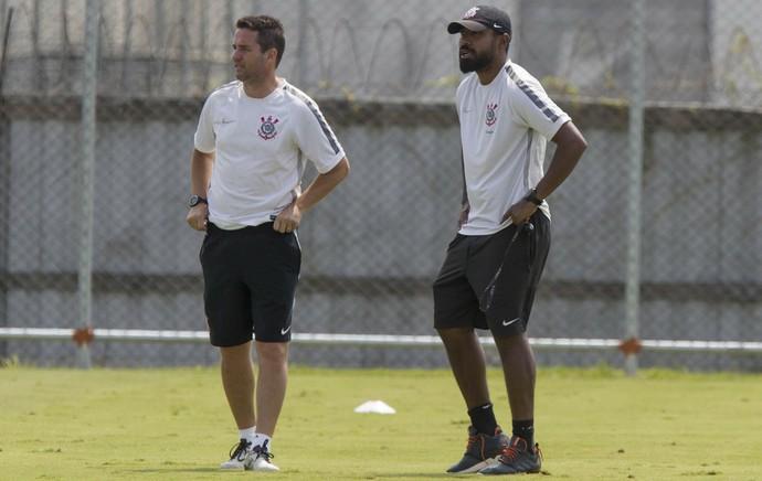 Osmar Loss e Coelho base Corinthians (Foto: Daniel Augusto Jr/Ag. Corinthians)