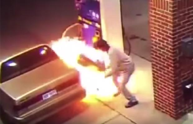 Vídeo: homem põe fogo em bomba de gasolina para matar aranha (Foto: Reprodução)