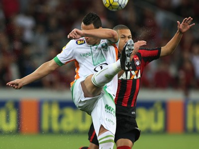 Atlético-PR América-MG (Foto: Giuliano Gomes/ PR PRESS)