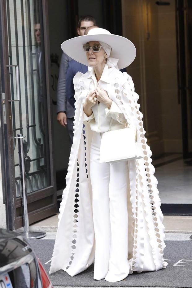 Céline Dion com look all white  (Foto: AKM Images)