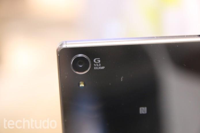 Xperia Z5 Premium tem câmera de 23 megapixels com gravação em Ultra HD (Foto: Fabrício Vitorino/TechTudo)
