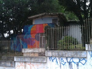 Prédio fica na Rua Dona Paulina, no bairro Tristeza, em Porto Alegre (Foto: Edmilson Antunes/RBS TV)