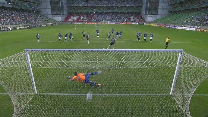 André marca o segundo gol do Atlético-MG no clássico (Foto: Reprodução / Premiere)
