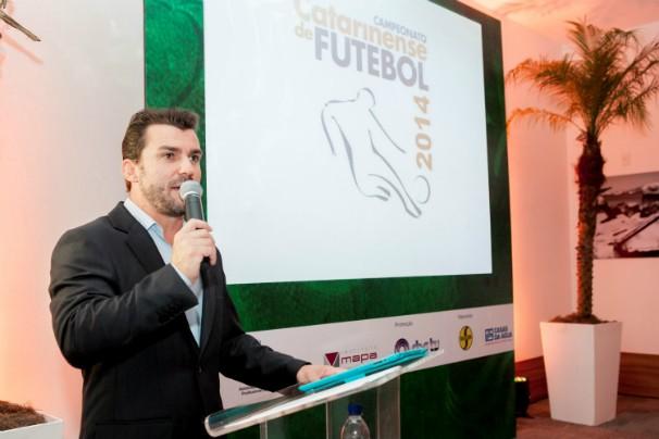 O apresentador do Globo Esporte no estado, Giovani Martinello, apresentou o lançamento da cobertura do Estadual (Foto: Fernando Willadino   Divulgação)