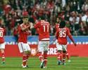 Jonas passa em branco, mas Benfica vira quase no fim e se mantém líder