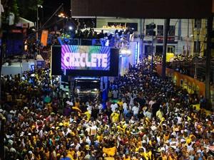 Chiclete com Banana abre o carnaval no Circuito Campo Grande sem cordas nesta quinta-feira (Foto: Glauco Araújo/G1)