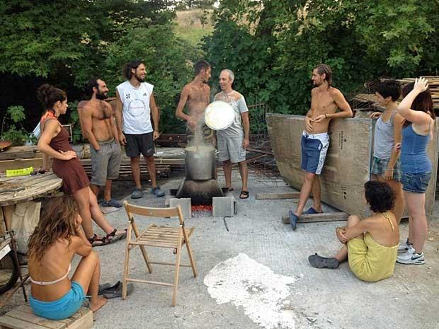Hoje, há dez moradores em tempo integral e mais de cem que passam parte do ano no local. (Foto: www.freeandreal.org / Via BBC)