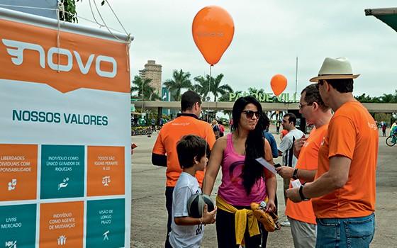Voluntários do Partido Novo (Foto: Alex Almeida/Época)