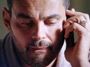 'Você me autoriza?', pergunta Maurílio todo misterioso (Foto: TV Globo)