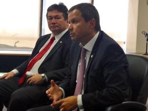 O novo presidente da OAB, Claudio Lamachia, e tesoureiro da entidade, Antonio Oneildo Ferreira (Foto: Renan Ramalho/G1)