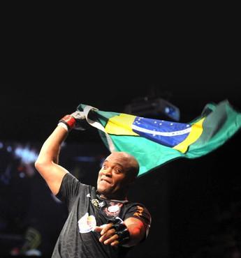 Anderson Silva comemoração UFC bandeira Brasil (Foto: Acervo)