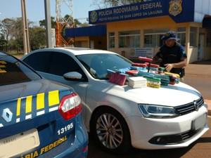 Homem é preso em MS com 61 kg de cocaína no carro e dinheiro na cueca (Foto: PRF/Divulgação)