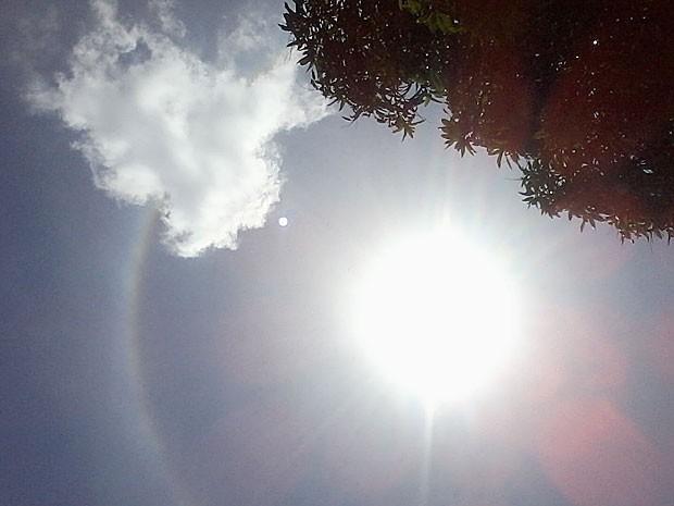 Foto do halo solar, no céu do Recife (Foto: Janete Fernanda da Silva / VC no G1)