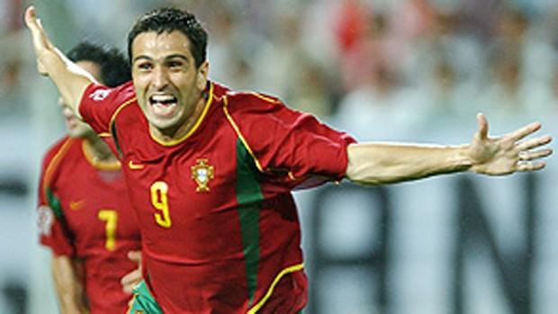 Pauleta comemora gol de Portugal (Foto: AFP)