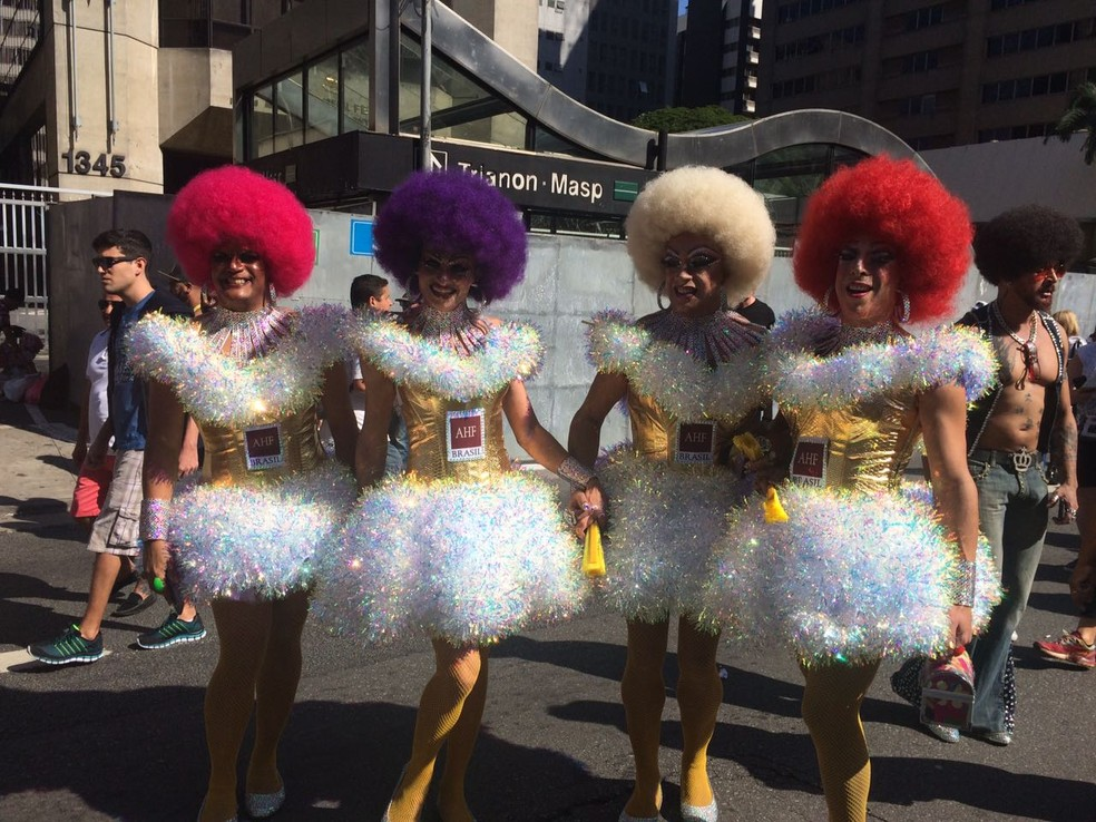 Participantes da Parada do Orgulho LGBT neste domingo, na Avenida Paulista (Foto: Gabriela Gonçalves/G1)